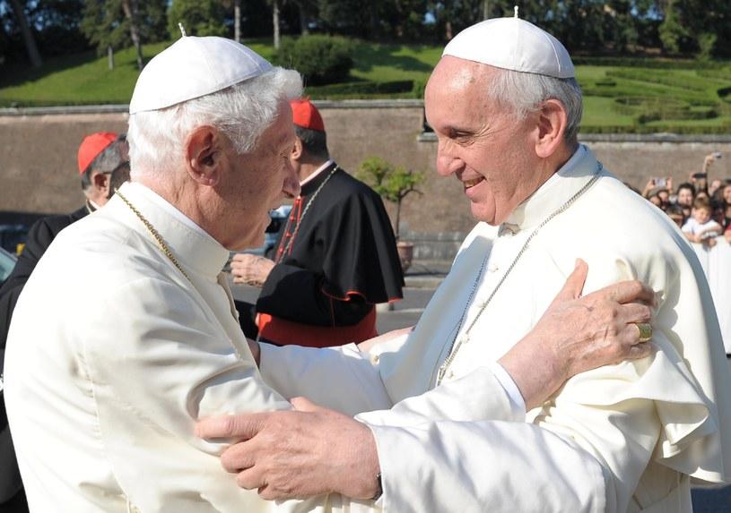 Benedykt XVI i Franciszek /AFP