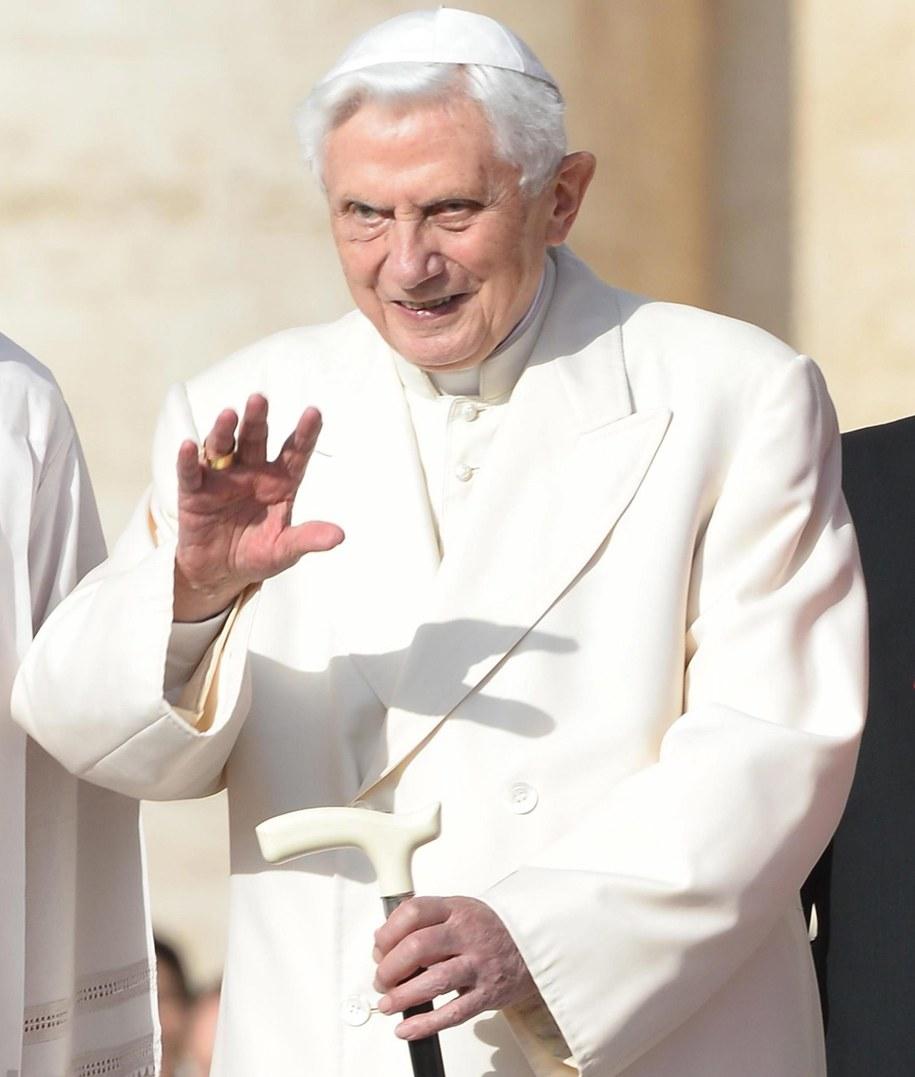 Benedykt XVI /PAP/ EPA/MAURIZIO BRAMBATTI  /PAP/EPA