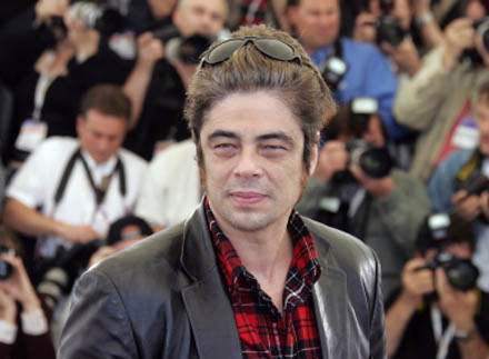 Benicio Del Toro chce stanąć po drugiej stronie kamery /AFP