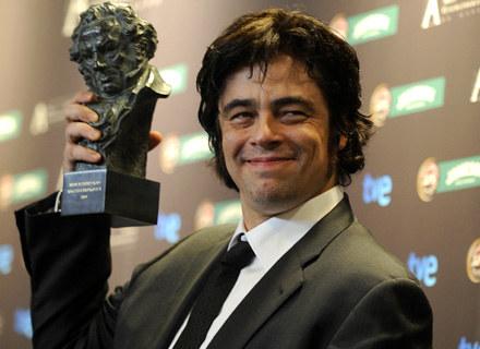 "Benicio Del Toro z nagrodą Goya za rolę w filmie ""Che, el Argentino"", 1 lutego 2009 /AFP"