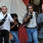 Benigni ucieka przez tłumem paparazzich