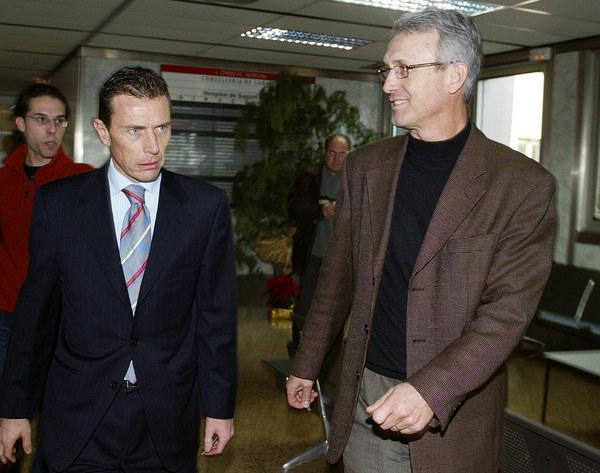 Benito Floro (z prawej) i legenda Realu - Emilio Butragueno. /AFP