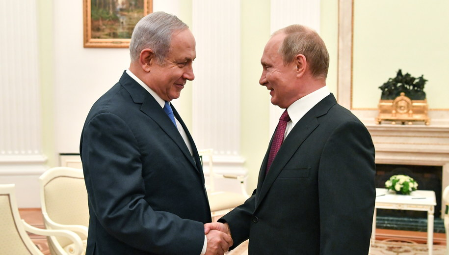Benjamin Netanjahu i Władimir Putin /YURI KADOBNOV / POOL /PAP/EPA