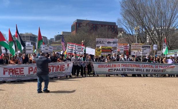 Benjamin Netanjahu w Waszyngtonie, przed Białym Domem demonstracje
