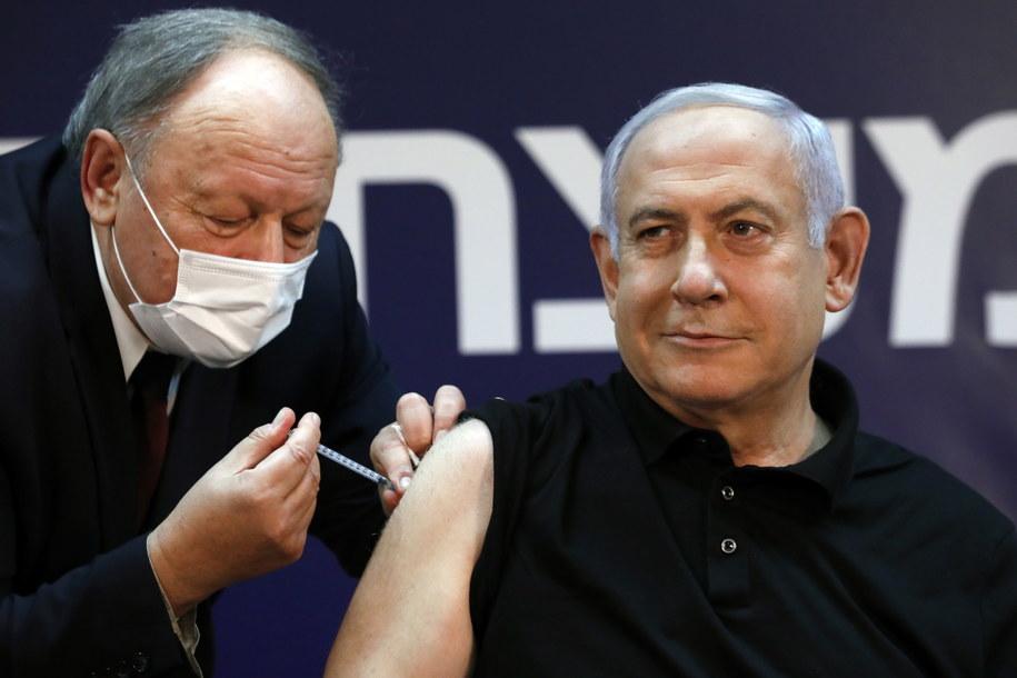 Benjamin Netanjahu zaszczepiony przeciwko Covid-19 /AMIR COHEN / POOL /PAP/EPA