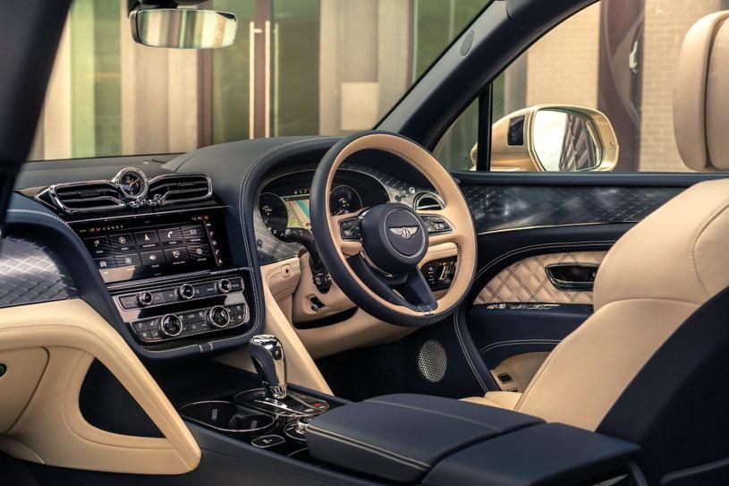 Bentley Bentayga Hybrid /