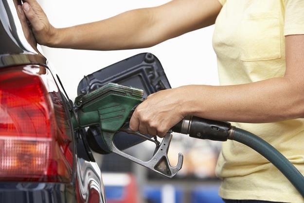 Benzyna i olej napędowy są najdroższe od połowy stycznia br. /poboczem.pl