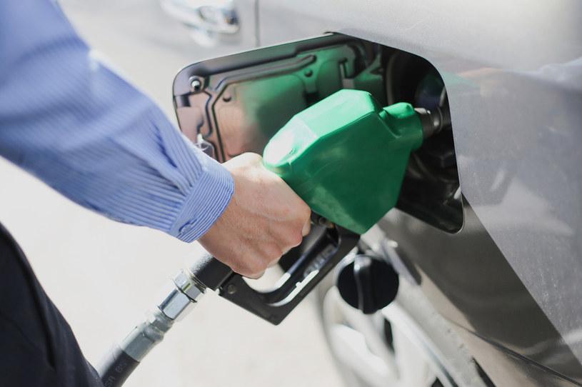 Benzyna na stacjach jest najdroższa od 2014 roku /123RF/PICSEL