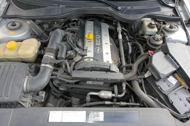 Benzynowe R4: wersje ośmiozaworowe, to jednostki niesamowicie trwałe. Szesnastozaworówki (na zdjęciu) są mocniejsze, ale droższe w serwisowaniu, wymagają sekwencyjnych instalacji LPG. /Motor