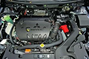 Benzynowy silnik 1.8 MIVEC pali za dużo jak na osiągi, które zapewnia. /Motor