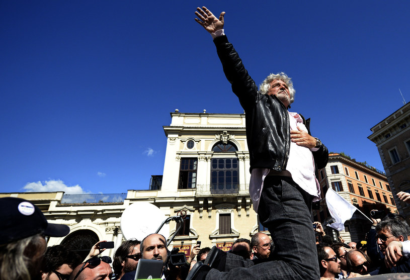Beppe Grillo szokuje i budzi niepokój po apelu o marsz na Rzym /AFP