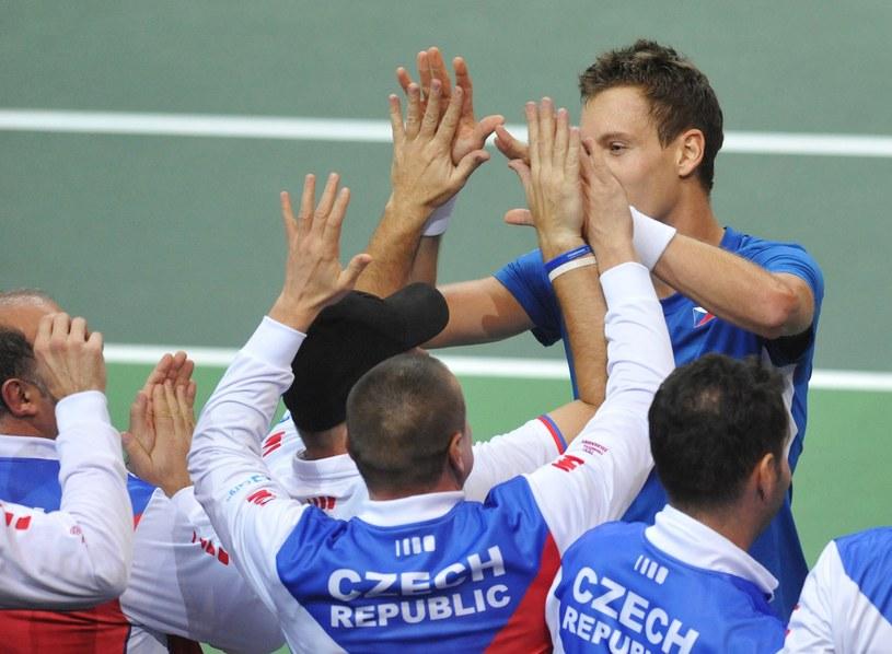 Berdych odbiera gratulacje po zwycięstwie /AFP