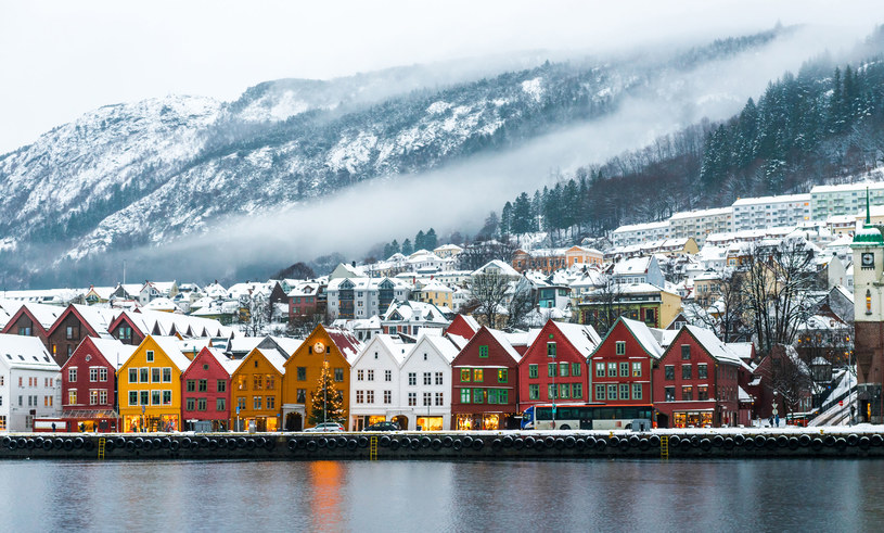 Bergen zimą wygląda wprost magicznie /123RF/PICSEL