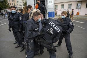 Berlin: Protest przeciwko pandemicznym restrykcjom. 80 zatrzymanych