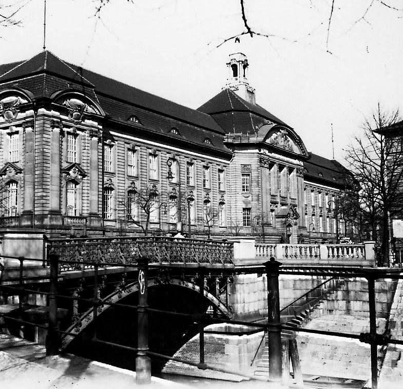 Berlin-Tiergarten 1938 r. Ówczesna Wojskowa Akademia Medyczna (Militärärztliche Akademie), obecnie Ministerstwo Gospodarki. Źródło: www.panoramio.com /&nbsp