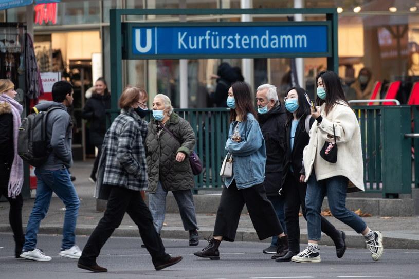 Berlina rozszerzył obowiązek noszenia maseczek /HAYOUNG JEON /PAP/EPA