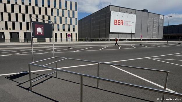 Berlińskie lotnisko w Schoenefeld ma kosztować 7 mld euro /Deutsche Welle