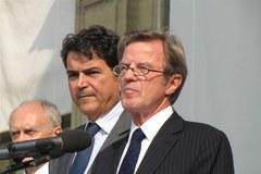 Bernard Kouchner złożył hołd ofiarom katastrofy 10 kwietnia