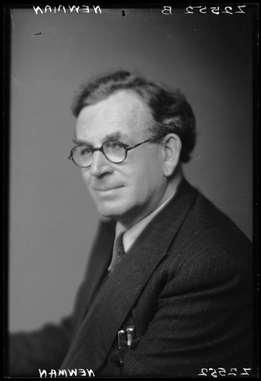 Bernard Newman (fot. National Portrait Gallery) /Agencja FORUM