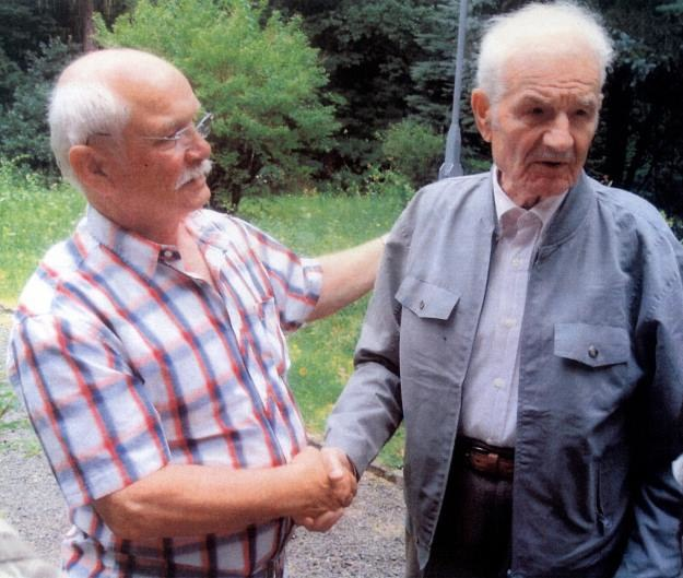 Bernd Ahnicke (po lewej) z Kazimierzem Grzybowskim – jednym z ostatnich żyjących świadków egzekucji. /Odkrywca