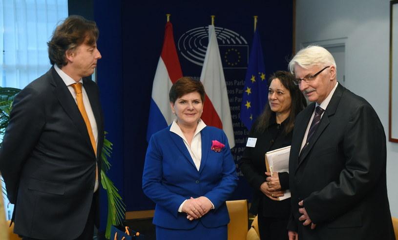 Bert Koenders, Beata Szydło i Witold Waszczykowski /Radek Pietruszka /PAP