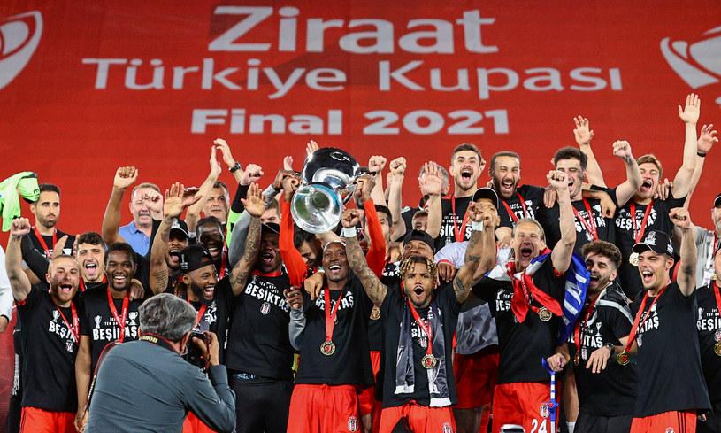 Besiktas z Pucharem Turcji /Mehmet Emin Menguarslan /Getty Images