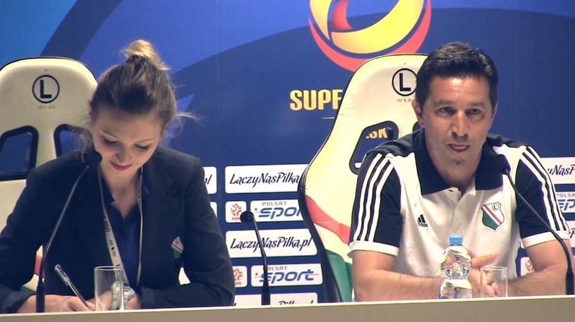 Besnik Hasi podczas konferencji prasowej przed meczem o Superpuchar Polski /Krzysztof Oliwa /INTERIA.PL