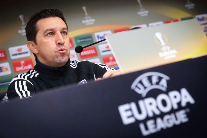 Besnik Hasi w roli trenera Anderlechtu podczas konferencji prasowej przed meczem Ligi Europejskiej /AFP