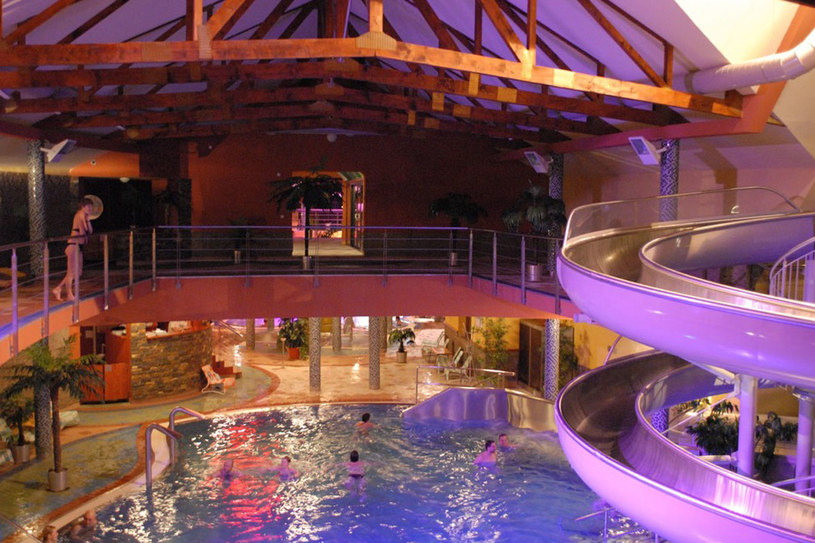 Beszeniowa, basen wewnętrzny. Jeden z najczęściej odwiedzanych kompleksów geotermalnych na Słowacji /Adrian Gładecki /Reporter