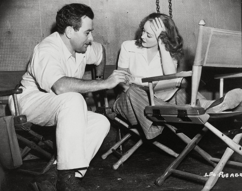 Bette Davis na planie filmowym z Williamem Wylerem /RKO/SAMUEL GOLDWYN   /East News