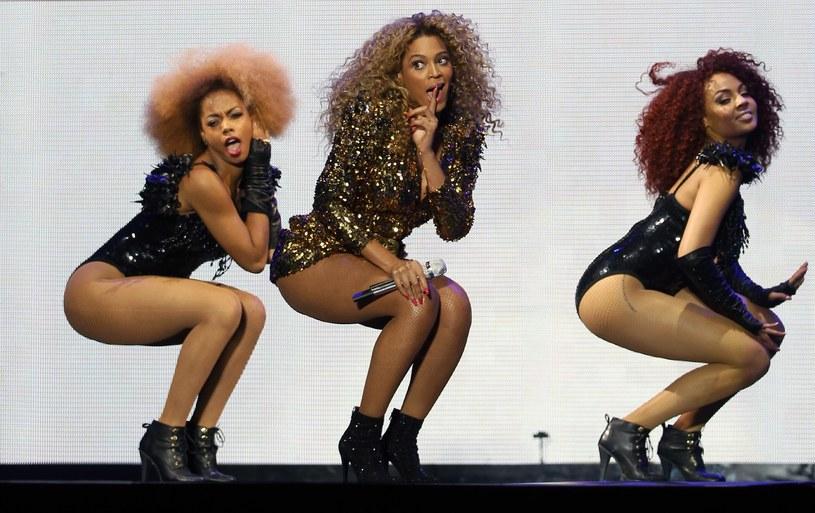Beyonce (w środku) wystąpi podczas Super Bowl 2013 /AFP