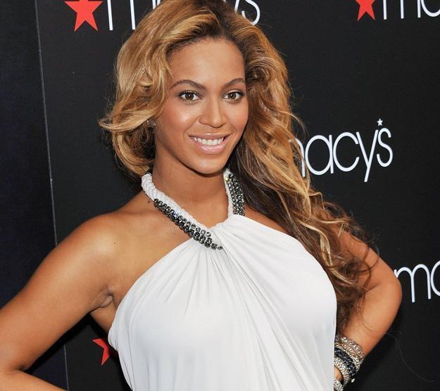 Beyonce zapewnia, że sama urodziła córeczkę /AFP