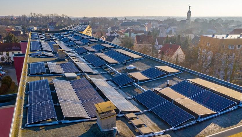 (Bez)cenna zielona energia: Rozwiązanie na podwyżki prądu