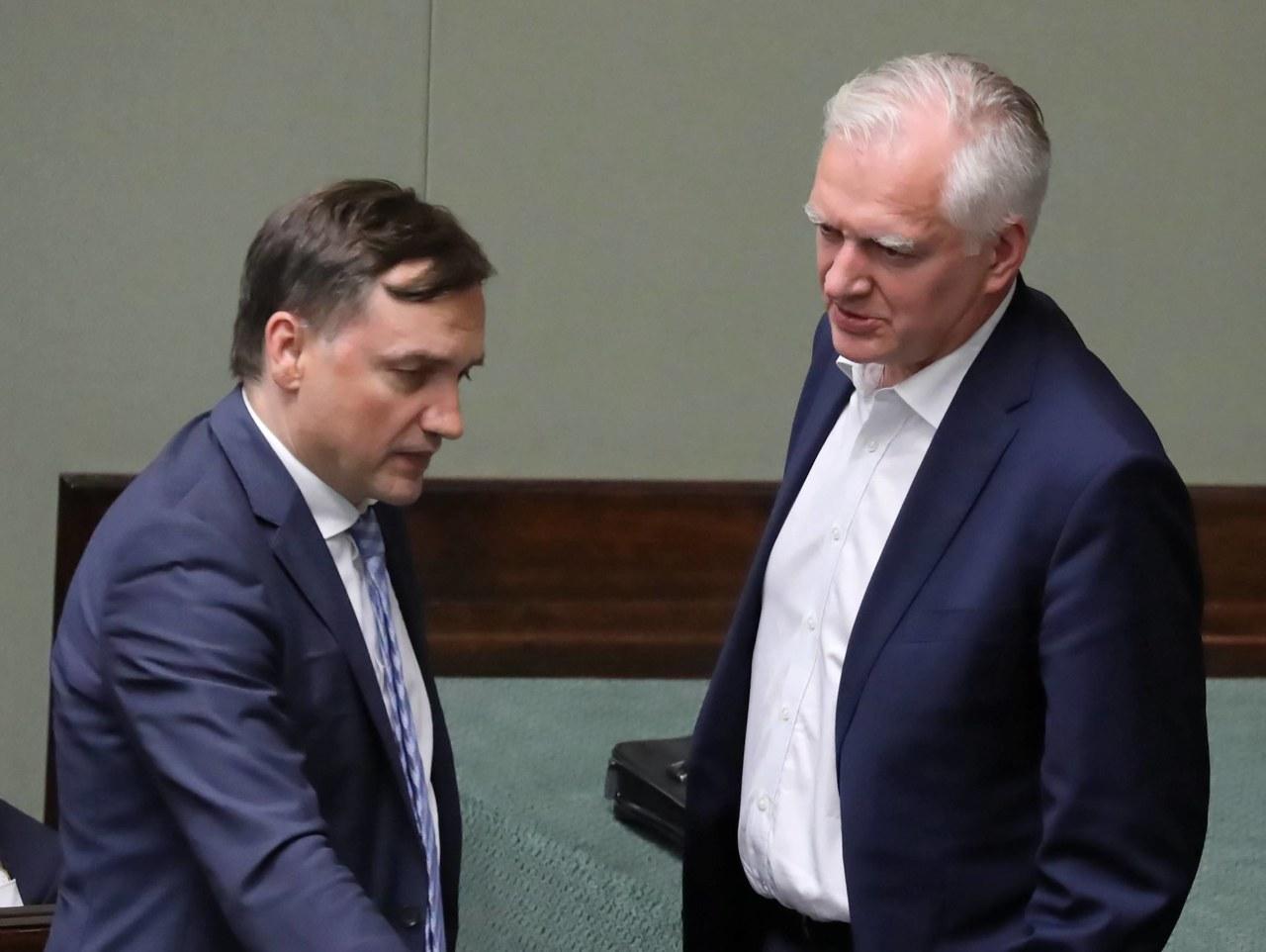Bez PiS-u nie wejdą do Sejmu. Niskie poparcie partii Gowina i Ziobry