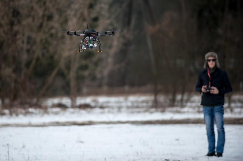 """Bez """"prawa jazdy"""" można by było latać dronem tylko w celach rekreacyjnych /KAMIL KIEDROWSKI/REPORTER /East News"""