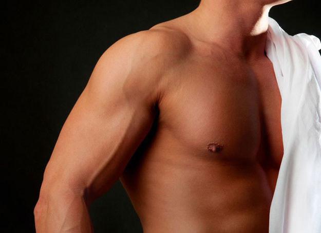 Bez szans są mężczyźni, którzy kompletnie nie dbają o swój wygląd /123RF/PICSEL