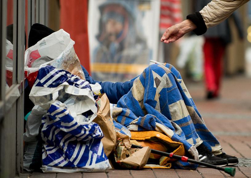 Bezdomni w Niemczech /JAN-PHILIPP STROBEL / DPA  /AFP