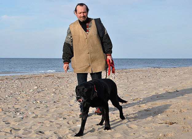 Bezdomny pan Mirosław ze swoim psem Korso, fot. Andrzej Jaworski / Andrzej Jaworski /INTERIA.PL