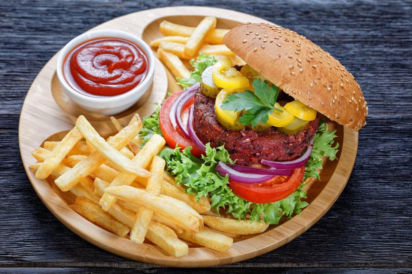 Bezmięsne burgery robią w ostatnim czasie furorę /123RF/PICSEL