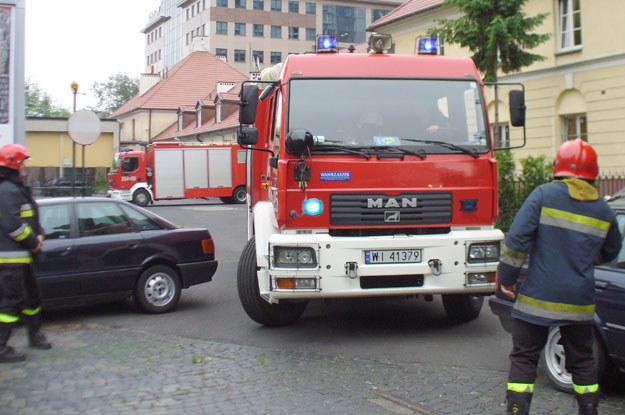 Bezmyślni kierowcy zablokowali wyjazd strażakom /INTERIA.PL