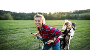 Bezpieczne i zdrowe przewożenie dzieci na fotelikach rowerowych. Fakty i mity