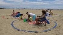 Bezpiecznie na plaży. Ten przenośny ring pomoże zachować dystans społeczny