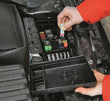 bezpieczniki przy akumulatorze /Motor