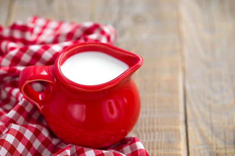 Bezpośrednią przyczyną dolegliwości jest niedobór laktazy: enzymu rozkładającego cukier mleczny (laktozę) na cukry proste. /123RF/PICSEL