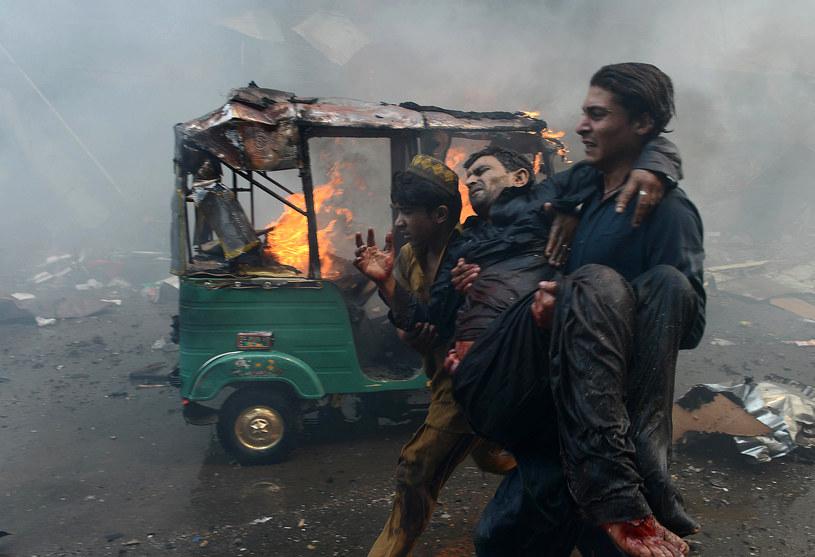 Bezpośrednio po zamachu w Peszawarze /AFP