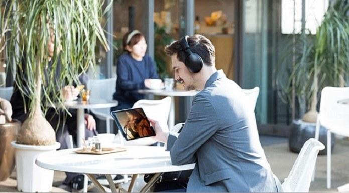 Bezprzewodowe słuchawki to bardzo wygodna opcja /materiały promocyjne