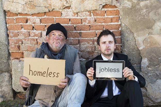 Bezrobocie i kredyty napędzają bezdomność. Coraz więcej Polaków bez dachu nad głową /©123RF/PICSEL