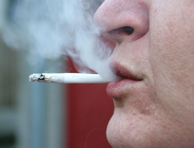 Bezrobotni mężczyźni między 45. a 59. rokiem życia są największą grupą palaczy w kraju /©123RF/PICSEL