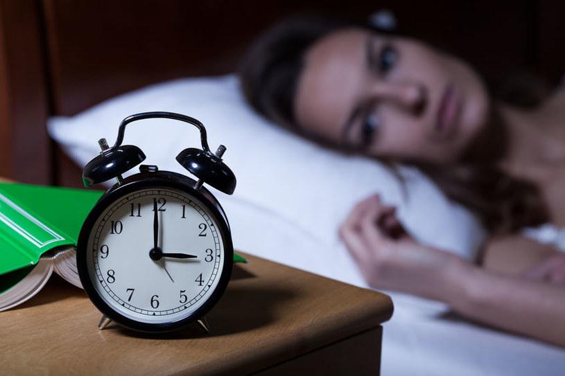 Bezsenność może wywoływać depresję i inne choroby /123RF/PICSEL