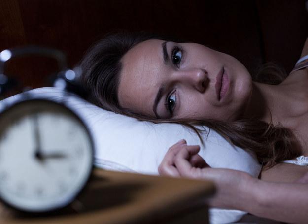 Bezsenność to jeden z najczęstszych objawów problemów z hormonami /123RF/PICSEL